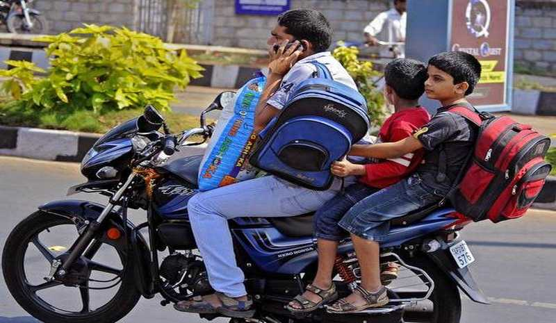 Using Mobile Phone While Driving: May Cancel Your Driving License
